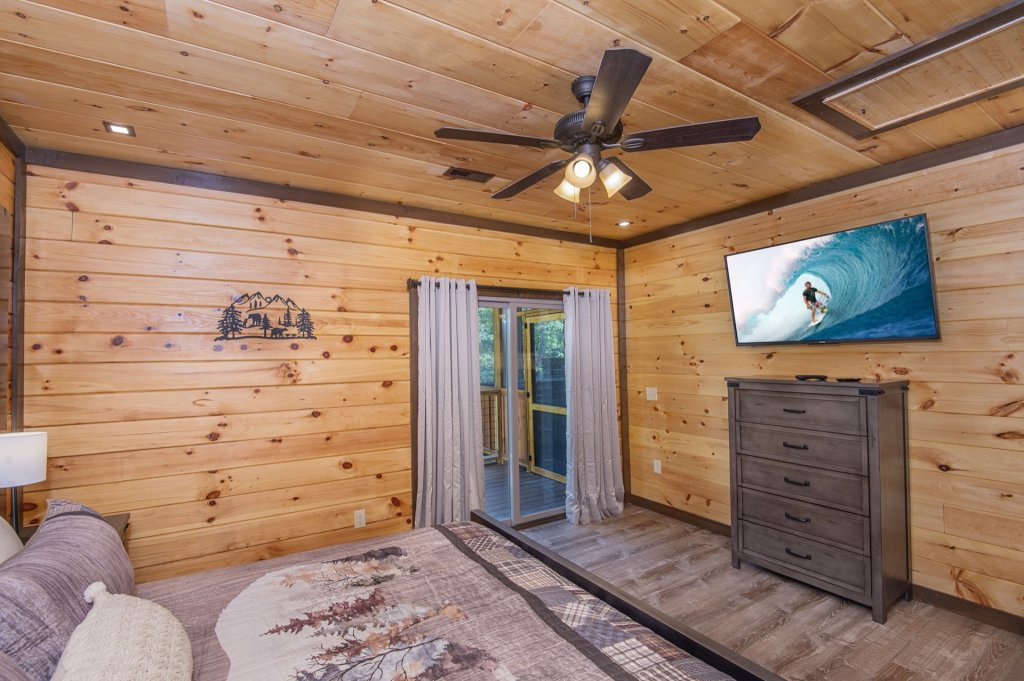 Photo of a Sevierville Cabin named  Eagle Falls - This is the sixteenth photo in the set.