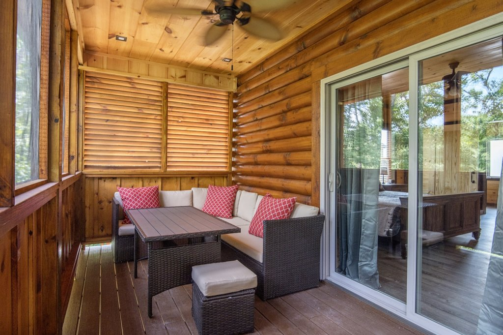 Photo of a Sevierville Cabin named  Eagle Falls - This is the twenty-sixth photo in the set.
