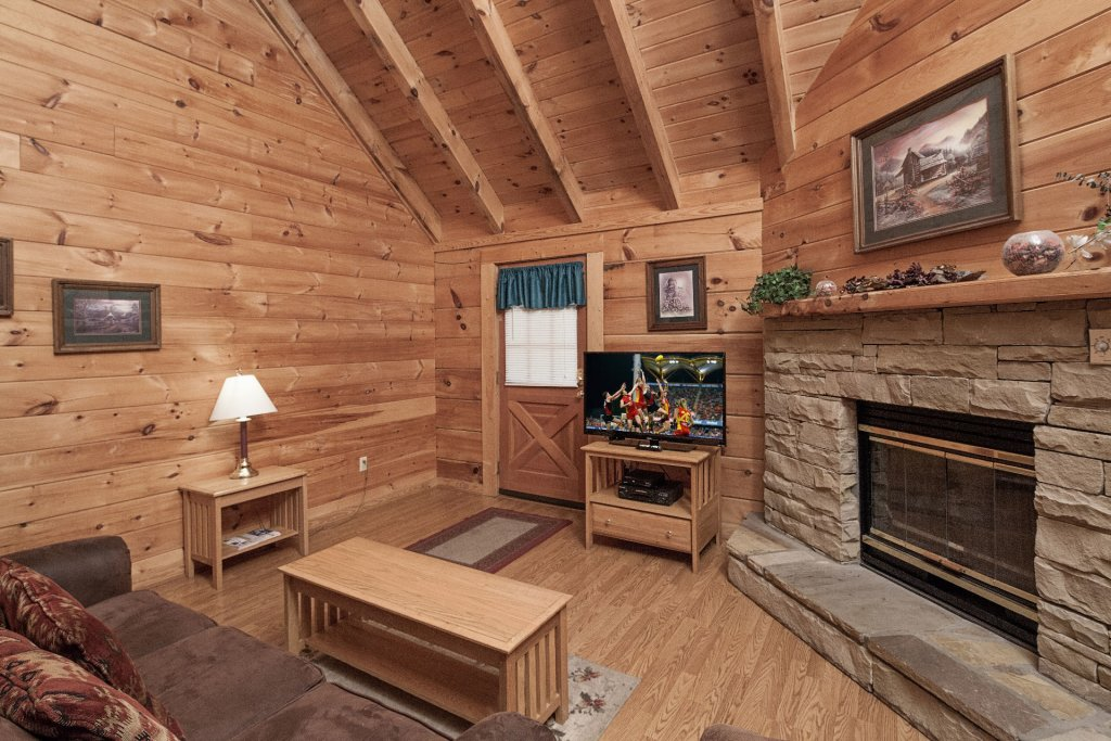Photo of a Pigeon Forge Cabin named  Bear Tracks - This is the third photo in the set.