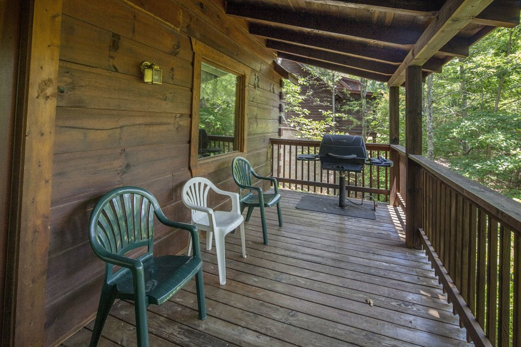 Photo of a Pigeon Forge Cabin named  Bear Tracks - This is the nineteenth photo in the set.