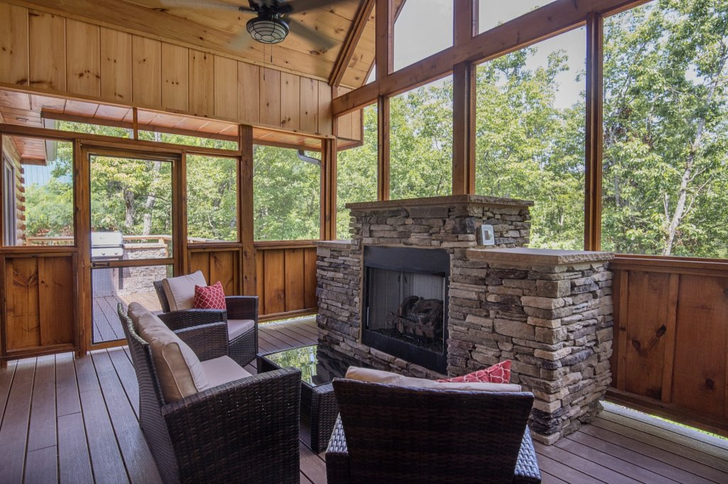 Photo of a Sevierville Cabin named  Eagle Falls - This is the twenty-fourth photo in the set.