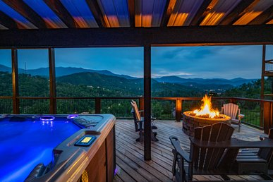 Free Attractions! Panoramic Views, 12 Person Hot Tub, Gas Firepit, Game Room