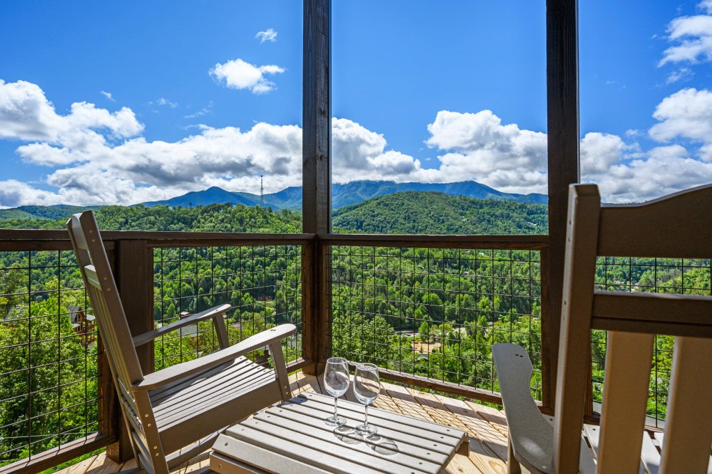 Photo of a Gatlinburg Cabin named Love On The Horizon - This is the third photo in the set.