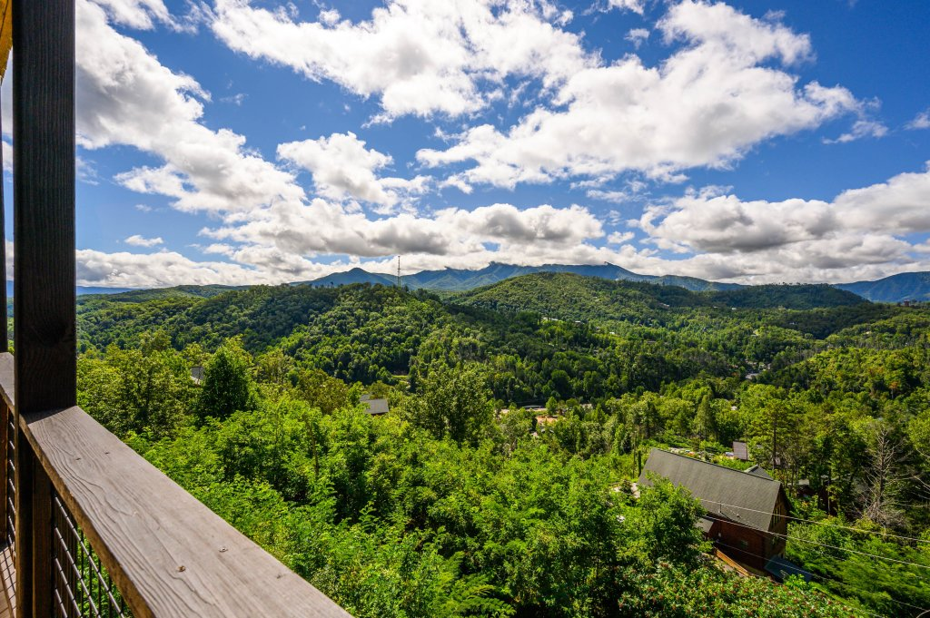 Photo of a Gatlinburg Cabin named Love On The Horizon - This is the fifty-first photo in the set.