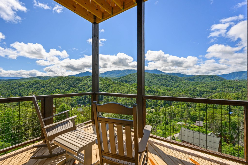 Photo of a Gatlinburg Cabin named Love On The Horizon - This is the fifty-ninth photo in the set.