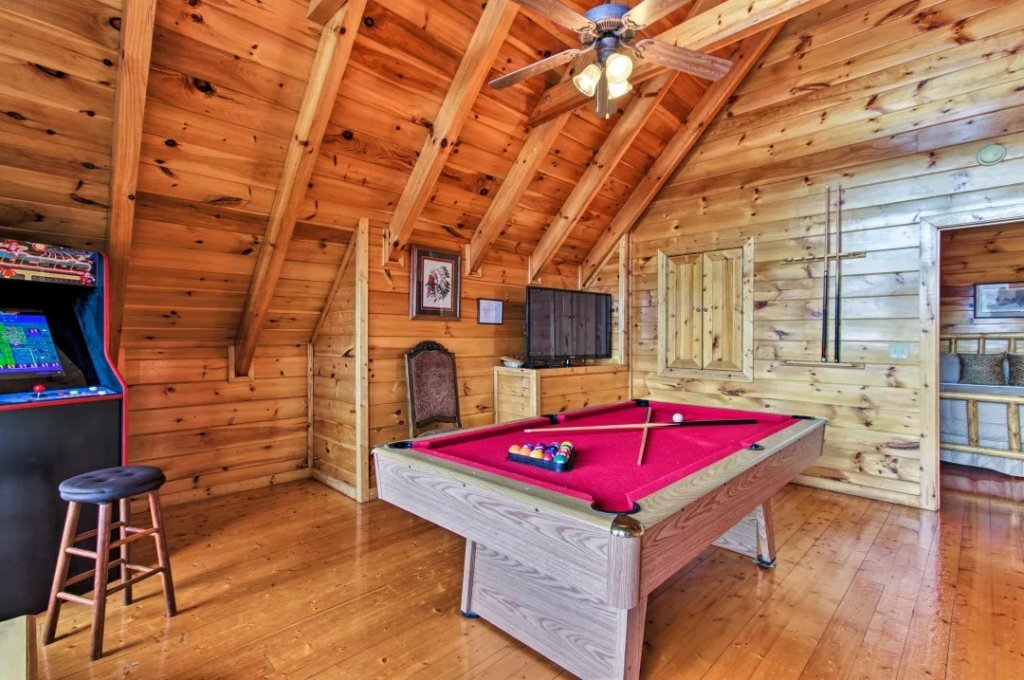 Photo of a Pigeon Forge Cabin named Raccoon Ridge - This is the fourth photo in the set.