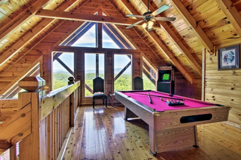 Photo of a Pigeon Forge Cabin named Raccoon Ridge - This is the third photo in the set.