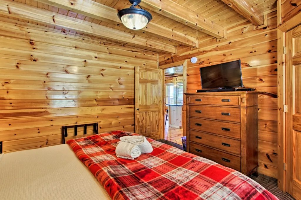 Photo of a Pigeon Forge Cabin named Raccoon Ridge - This is the eighteenth photo in the set.