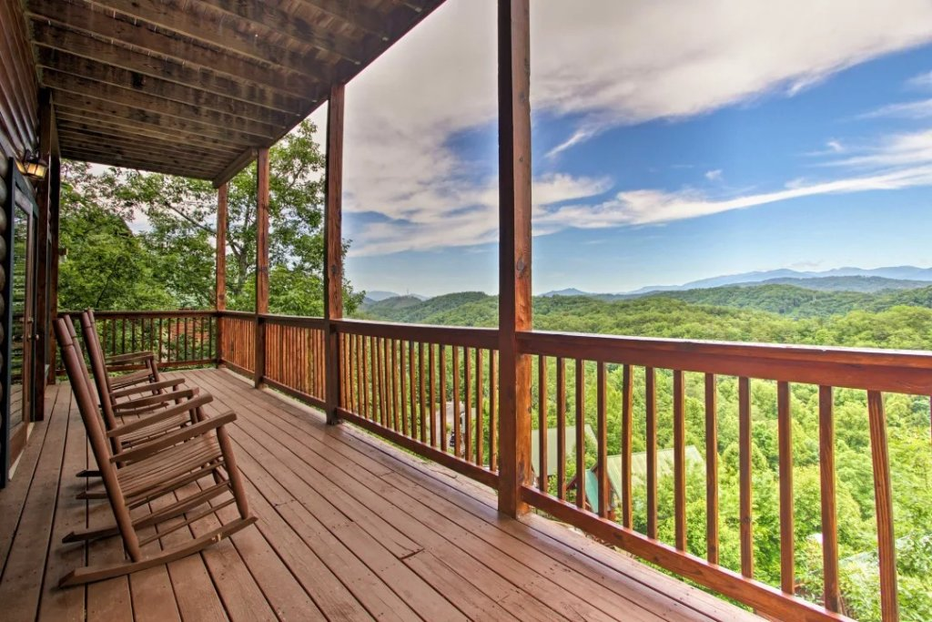 Photo of a Pigeon Forge Cabin named Raccoon Ridge - This is the thirty-first photo in the set.