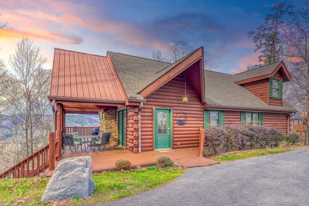 Photo of a Sevierville Cabin named Sunset Rendezview #332 - This is the first photo in the set.