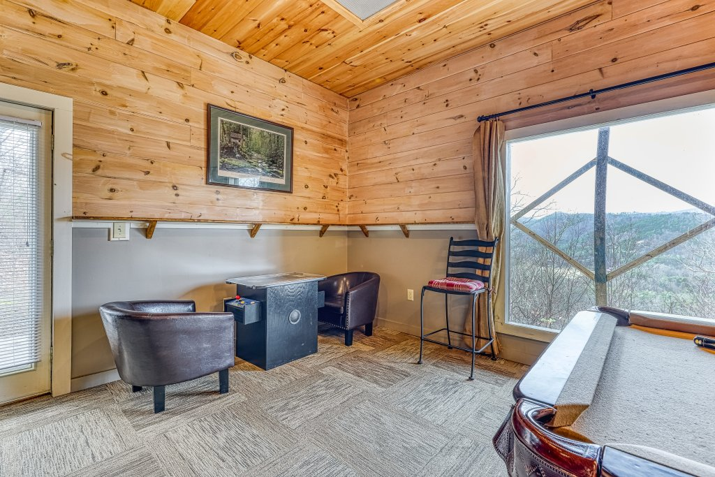 Photo of a Sevierville Cabin named Sunset Rendezview #332 - This is the eighteenth photo in the set.