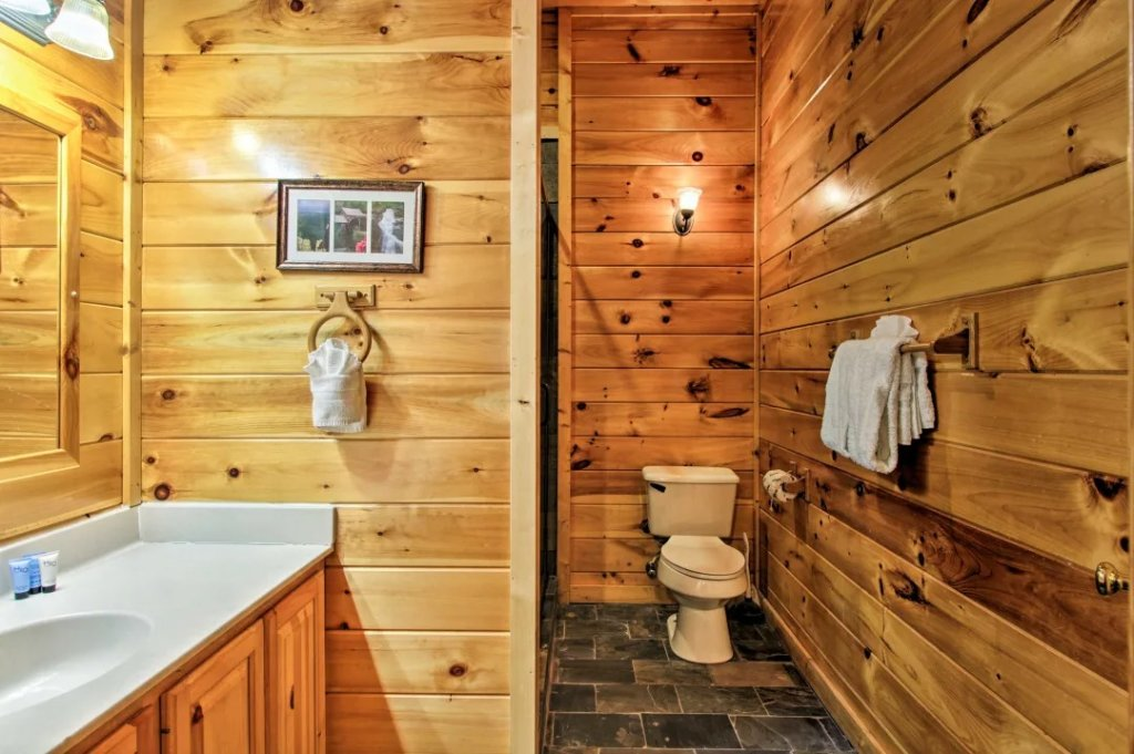 Photo of a Pigeon Forge Cabin named Raccoon Ridge - This is the sixteenth photo in the set.