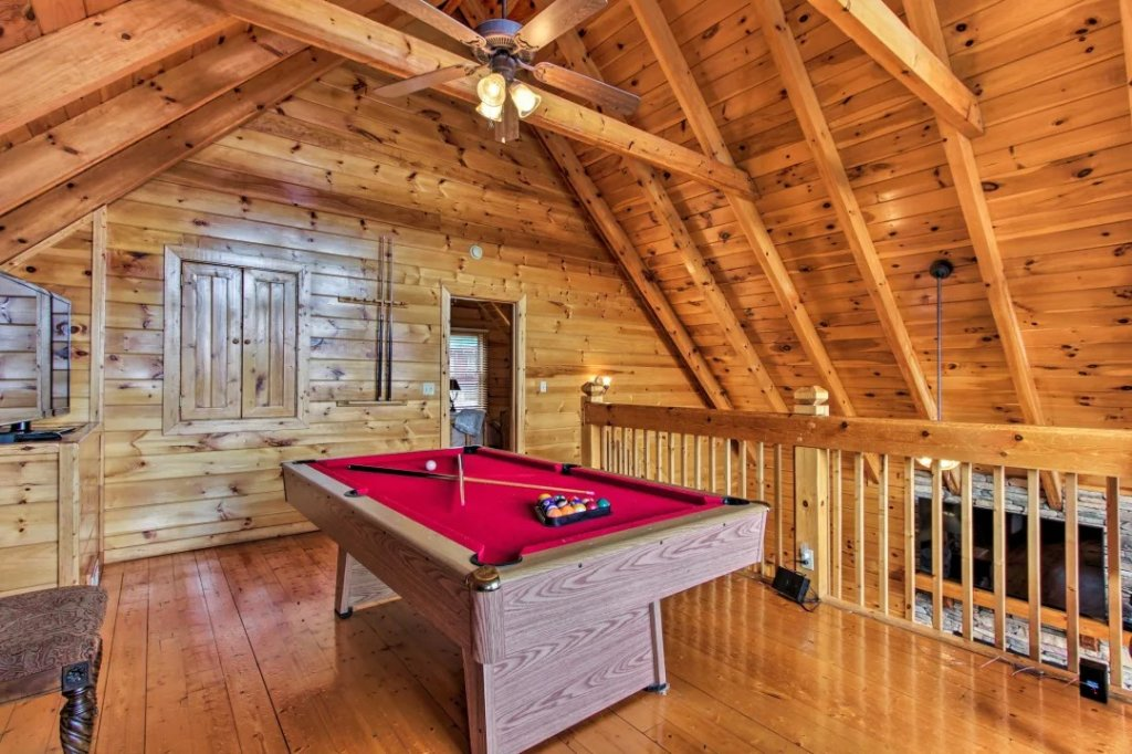 Photo of a Pigeon Forge Cabin named Raccoon Ridge - This is the fifty-third photo in the set.