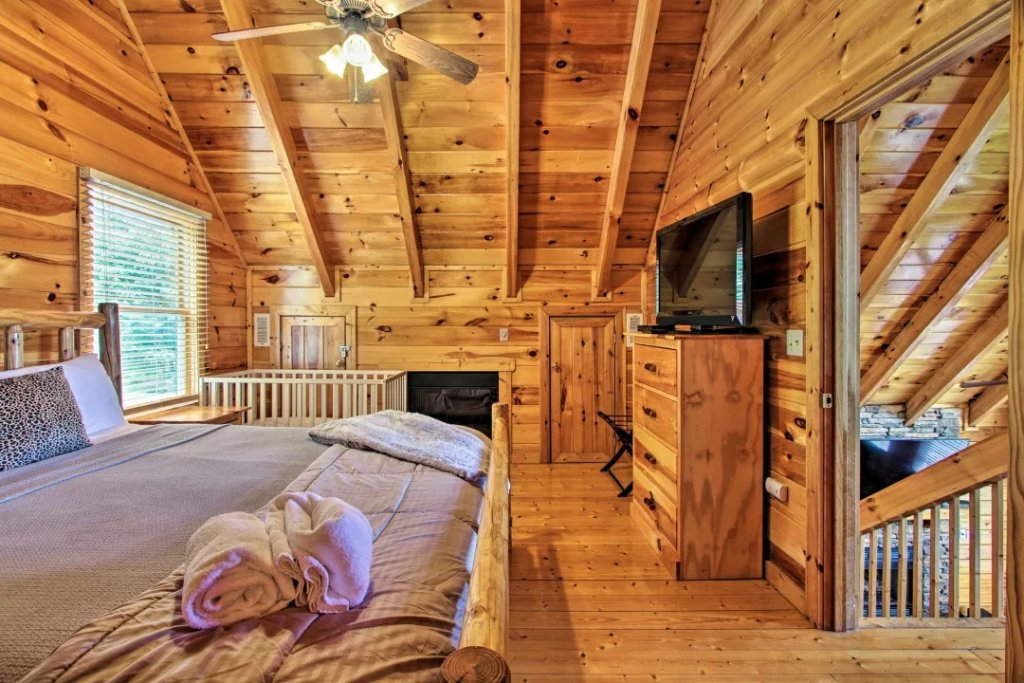 Photo of a Pigeon Forge Cabin named Raccoon Ridge - This is the twelfth photo in the set.