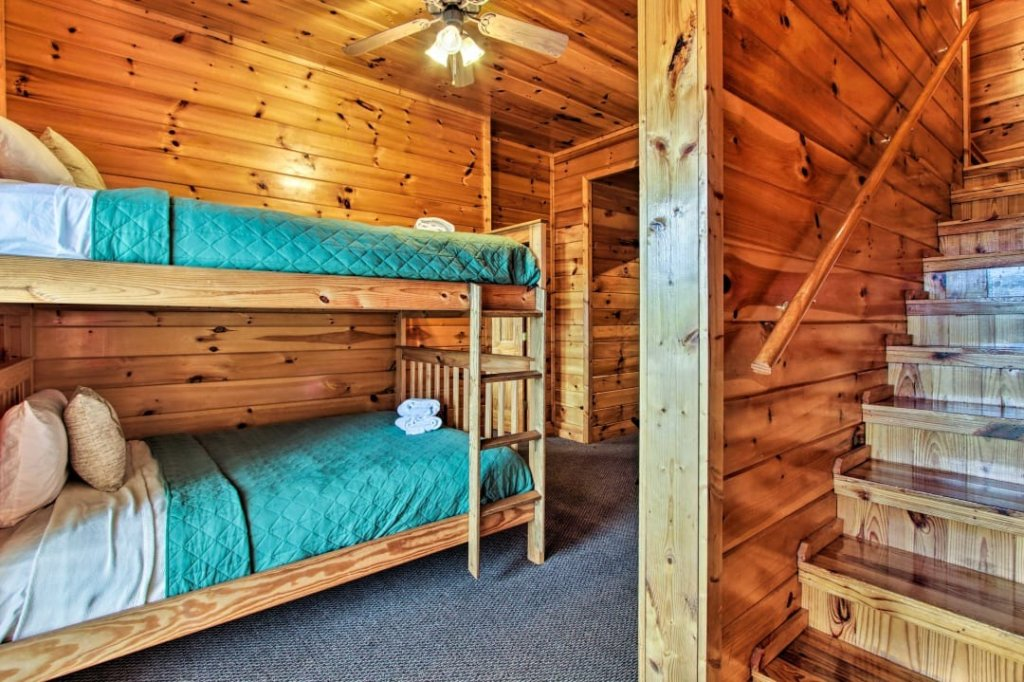 Photo of a Pigeon Forge Cabin named Raccoon Ridge - This is the twenty-seventh photo in the set.