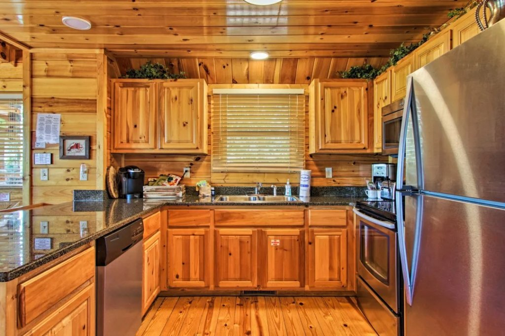 Photo of a Pigeon Forge Cabin named Raccoon Ridge - This is the fifty-fourth photo in the set.