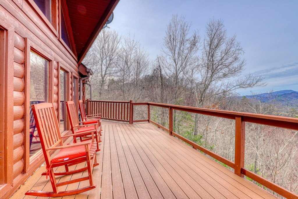 Photo of a Sevierville Cabin named Sunset Rendezview #332 - This is the thirty-sixth photo in the set.