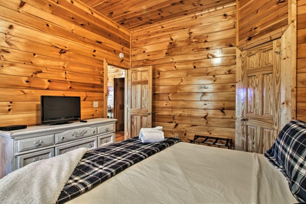 Photo of a Pigeon Forge Cabin named Raccoon Ridge - This is the twenty-fourth photo in the set.