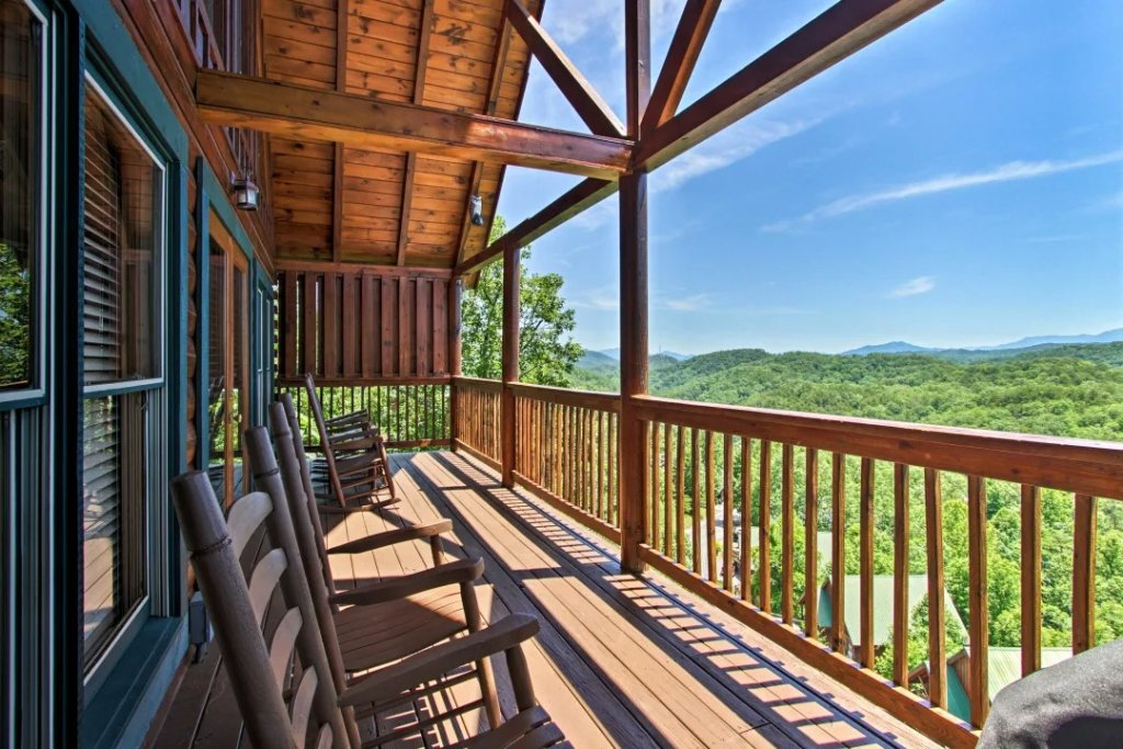 Photo of a Pigeon Forge Cabin named Raccoon Ridge - This is the thirty-second photo in the set.