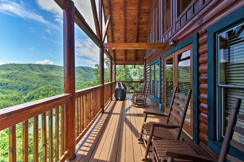 Photo of a Pigeon Forge Cabin named Raccoon Ridge - This is the thirty-third photo in the set.