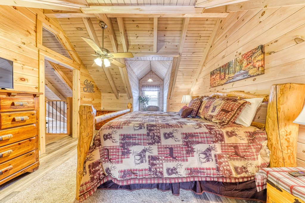 Photo of a Sevierville Cabin named Sunset Rendezview #332 - This is the thirty-second photo in the set.