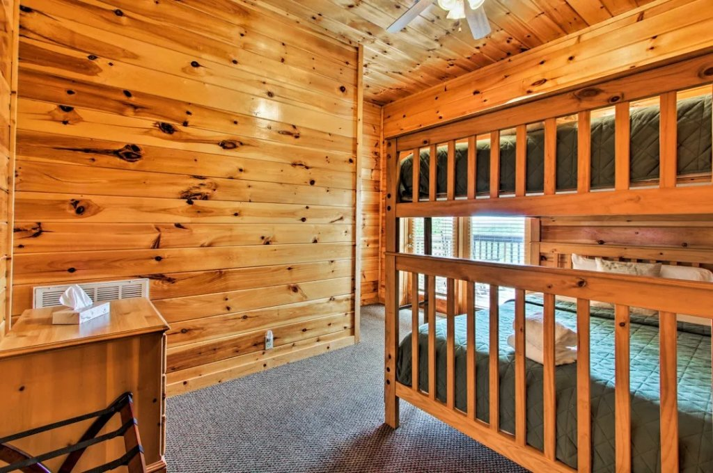 Photo of a Pigeon Forge Cabin named Raccoon Ridge - This is the fifty-sixth photo in the set.