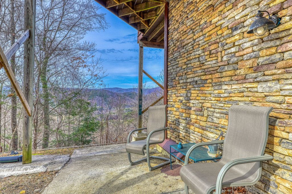 Photo of a Sevierville Cabin named Sunset Rendezview #332 - This is the forty-second photo in the set.