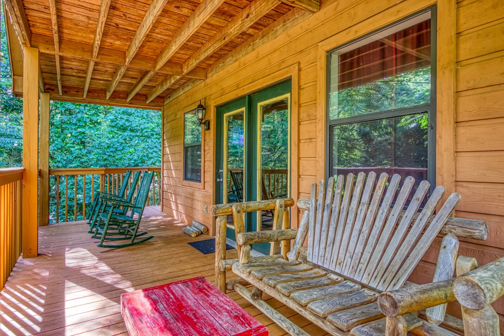 Photo of a Gatlinburg Cabin named Bear Run Getaway #1136 - This is the fourteenth photo in the set.