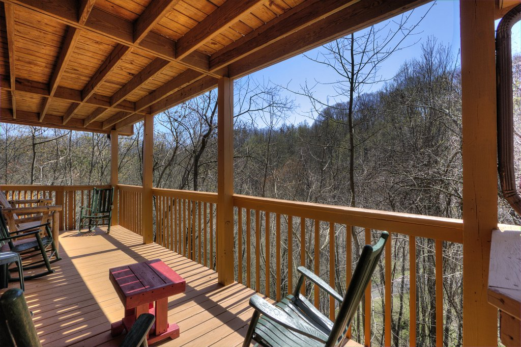 Photo of a Gatlinburg Cabin named Bear Run Getaway #1136 - This is the twenty-fifth photo in the set.