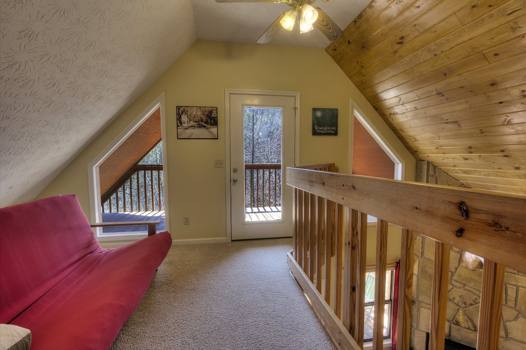 Photo of a Gatlinburg Cabin named Bear Run Getaway #1136 - This is the forty-sixth photo in the set.