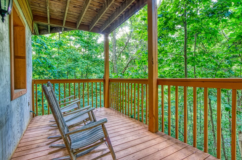 Photo of a Gatlinburg Cabin named Bear Run Getaway #1136 - This is the thirtieth photo in the set.