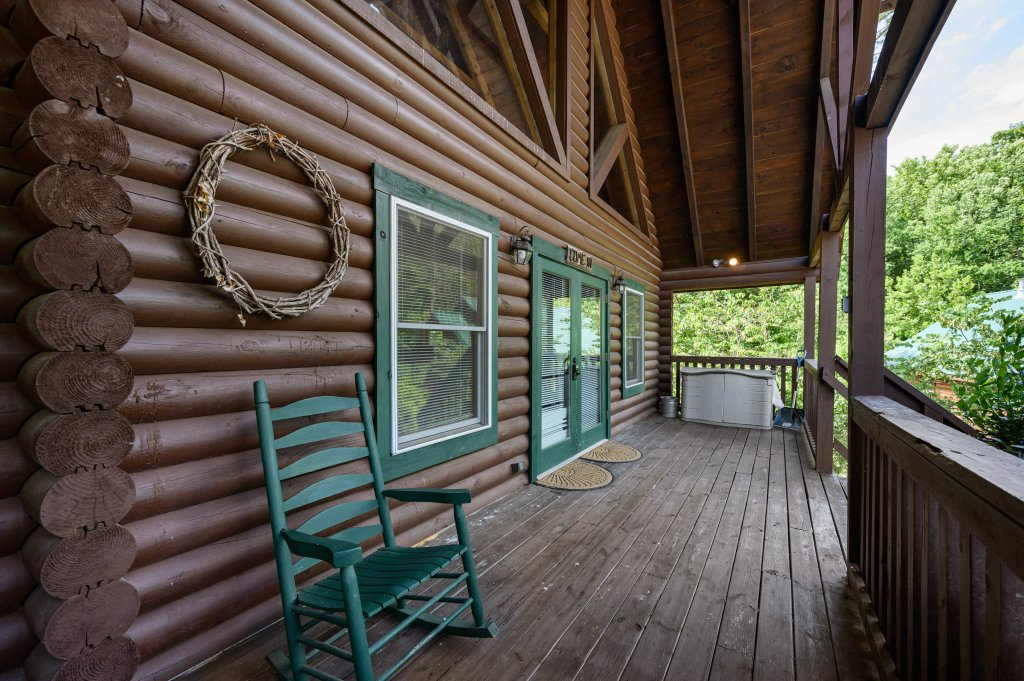 Photo of a Pigeon Forge Cabin named Wilderness Theater And Lodge - This is the thirty-first photo in the set.