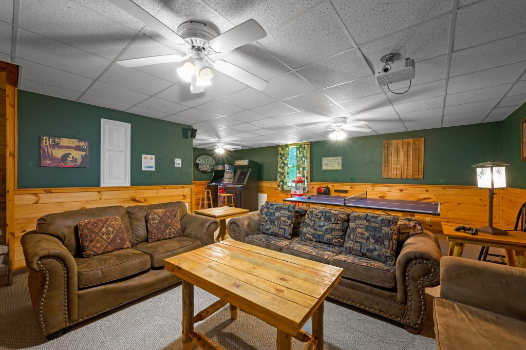 Photo of a Pigeon Forge Cabin named Wilderness Theater And Lodge - This is the fourteenth photo in the set.