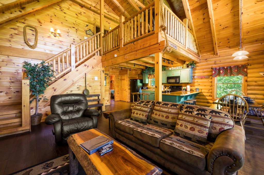 Photo of a Pigeon Forge Cabin named Wilderness Theater And Lodge - This is the twenty-seventh photo in the set.
