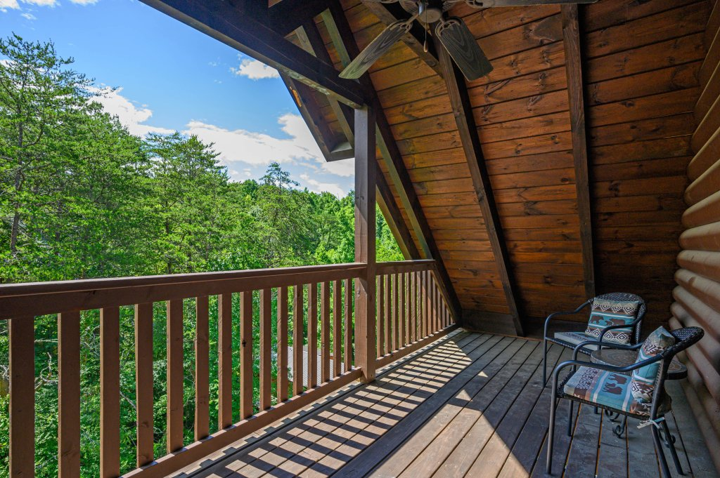 Photo of a Pigeon Forge Cabin named Wilderness Theater And Lodge - This is the thirty-second photo in the set.