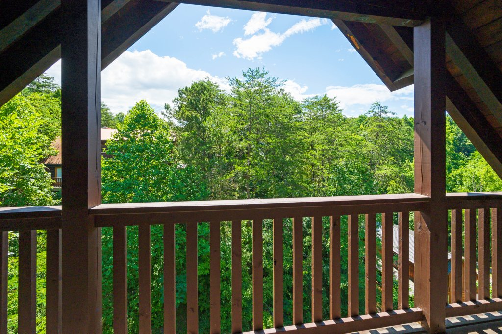 Photo of a Pigeon Forge Cabin named Wilderness Theater And Lodge - This is the seventieth photo in the set.