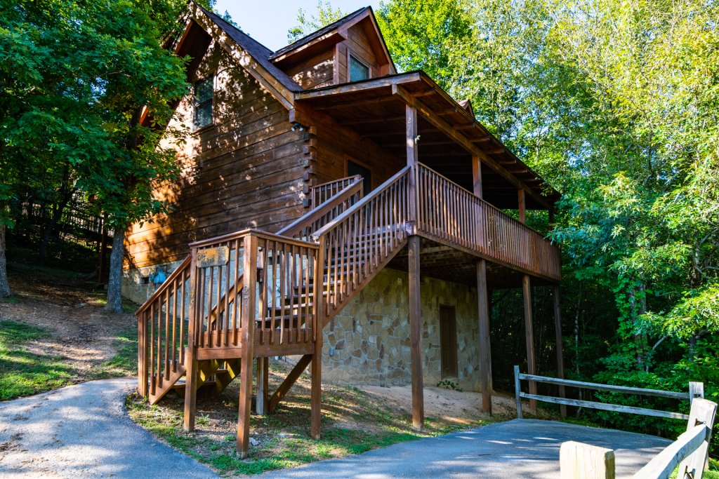 Photo of a Pigeon Forge Cabin named  Bear Naked - This is the first photo in the set.