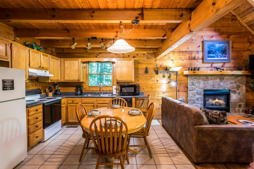 Photo of a Pigeon Forge Cabin named  Bear Naked - This is the sixth photo in the set.