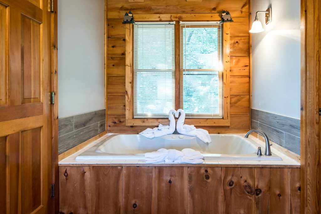 Photo of a Pigeon Forge Cabin named  Bear Naked - This is the fifteenth photo in the set.