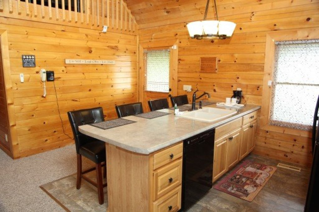 Photo of a Sevierville Cabin named Eagle's Nest - This is the twenty-eighth photo in the set.