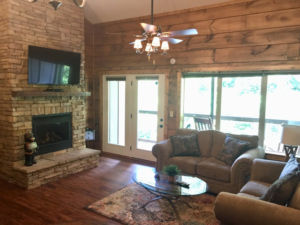 Photo of a Gatlinburg Cabin named Roaring Fork Retreat - This is the sixth photo in the set.