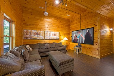 New Listing! Free Attractions 5 Bed Log Cabin, Hot Tub, Theater, Fireplace
