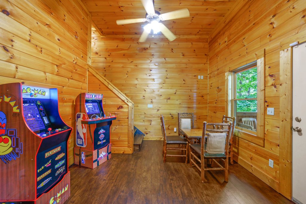 Photo of a Pigeon Forge Cabin named Cinnamon Chalet - This is the eighth photo in the set.