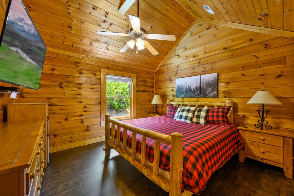 Photo of a Pigeon Forge Cabin named Cinnamon Chalet - This is the eighteenth photo in the set.