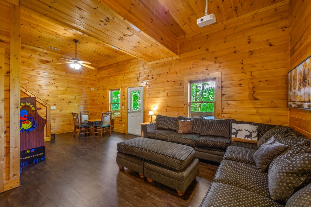 Photo of a Pigeon Forge Cabin named Cinnamon Chalet - This is the sixth photo in the set.