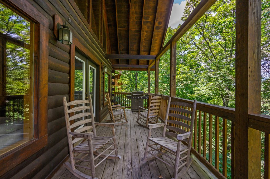 Photo of a Pigeon Forge Cabin named Cinnamon Chalet - This is the thirty-second photo in the set.