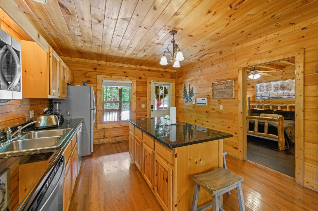 Photo of a Pigeon Forge Cabin named Cinnamon Chalet - This is the fifty-third photo in the set.