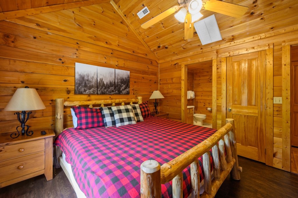 Photo of a Pigeon Forge Cabin named Cinnamon Chalet - This is the nineteenth photo in the set.