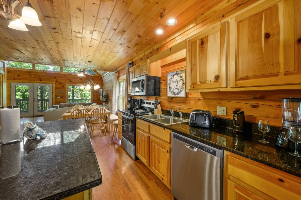 Photo of a Pigeon Forge Cabin named Cinnamon Chalet - This is the fifty-second photo in the set.