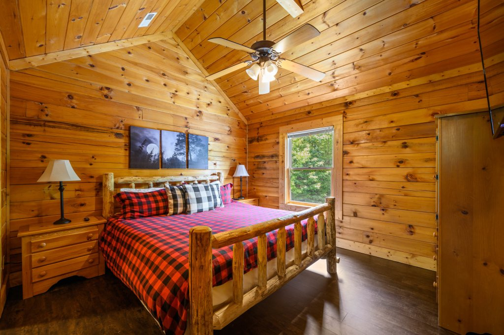 Photo of a Pigeon Forge Cabin named Cinnamon Chalet - This is the twenty-first photo in the set.